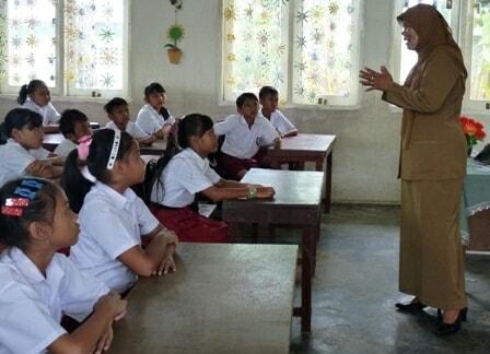 Guru Di Depan Kelas
