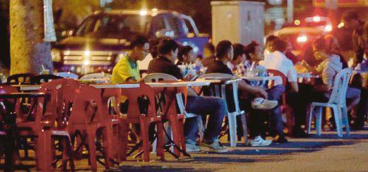 Tinjauan Restoran Di Parkir Kereta.transformed