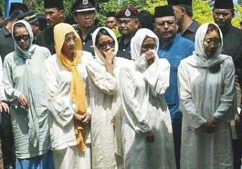 Stabbed Malaysian Princess World Of Buzz 2