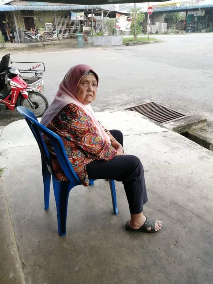 Ungrateful Daughter Abandons 80Yo Mum At Kedah Grocery Store With Just A Bag Of Clothes World Of Buzz 4