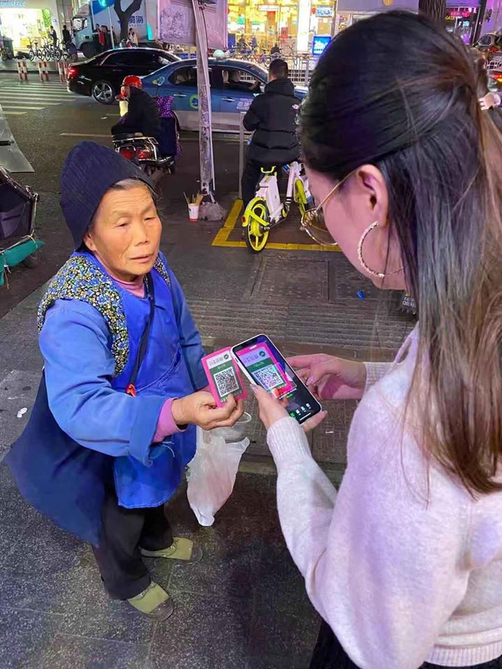 Girl Did Not Have Cash Beggar Asks Her To Wechat Transfer Instead World Of Buzz 2