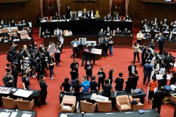 Taipei Parlimen E1606553841623