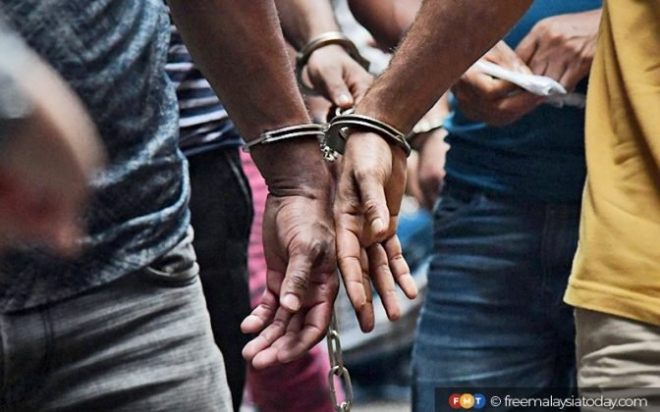 Handcuff Gari Fmt 672X420 1
