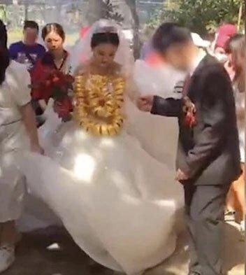Pakai Emas 60 Kg Pengantin Wanita Ini Kesulitan Jalan Di Hari Pernikahannya
