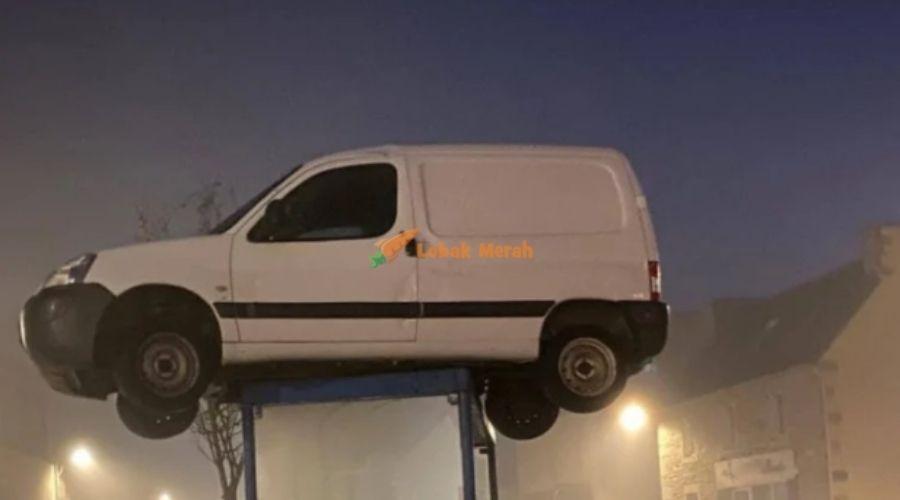 Van Putih 2